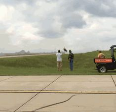 the gif animation thread Aviation Technology, Aviation Humor, Funny Commercials, Funny Ads, Best Funny Videos, Best Funny Pictures, Bufoni, Playboy Cartoons, R Gifs