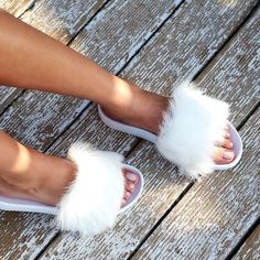 sagiakos.grFluff-up your shoe style with #UGG ! 🔴BUY NOW -50% OFF🔴#sagiakosgr #UGGlife #slides #shoelovers #summeressentials #islandstyle #summervibes #sale #fur Summer Essentials, Spring Summer 2018, Fur Slides, Ugg Australia, Your Shoes, Buy Now, Uggs, Highlights, Women's Fashion