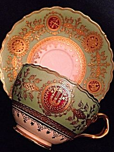 Gorgeous Coalport Raised Gold Guild And Medallions Cup And Saucer in Pottery & Glass, Pottery & China, China & Dinnerware, Coalport Antique Tea Cups, Vintage Cups, Vintage Tea, Vintage Dishes, Vintage China, Tassen Design, Teapots And Cups, Teacups, Keramik Vase