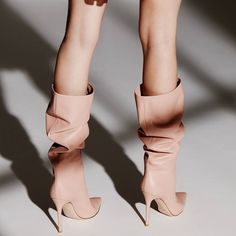 Designer shoes by Gianvito Rossi, a Milan-based footwear designer known for beautifully crafted and seriously sexy shoes Hot High Heels, High Heel Boots, Shoes Heels Boots, Women's Shoes Sandals, Heeled Boots, Next Shoes, Rossi Shoes, Slouchy Boots, Jeans With Heels