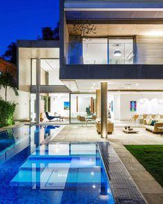 Uma área de lazer perfeita para o fim de semana! Sonhando com essa piscina! #piscinadesigndecor #residenciadesigndecor #olioliteam