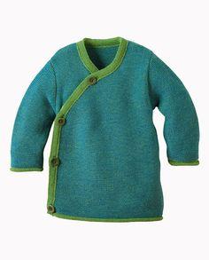 Disana groengemêleerd wikkelvestje. Door de overslagsluiting is het vestje makkelijk aan te trekken bij je (liggende) baby. De speciale manier van breien maakt het vestje extra soepel en elastisch in gebruik.  Gebreid van (100%) biologische merino wol. Merk: Disana