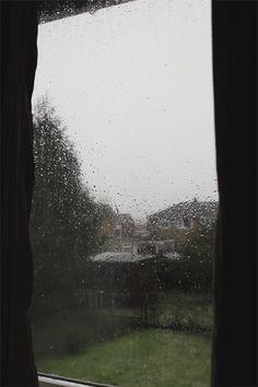 Rainy Day Gif. . Love it.