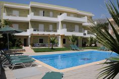 Manolis Apartments || Manolis Apartments offers modern, sunlit rooms with large balconies with garden, sea or pool views. It is situated only 100m from the sandy beach of Plakias.