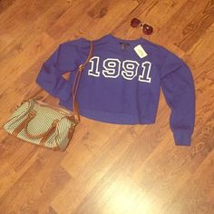 NWT XXI hi-lo crop top Sweatshirt material. So soft and light. Perfect for spring! Vintage feel. Never been worn Forever 21 Tops
