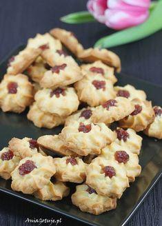 Ciastka maślane z marmoladą. Shortbread cookies with marmalade. Avocado Hummus, Sweet Pastries, Polish Recipes, Butter, Shortbread Cookies, Cookie Bars, Marmalade, Cake Recipes, Sweet Tooth