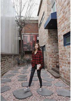 koreanisches mode-partykleid The post Korean Fashion Party Dress Koreanisches Mode Partykleid appeared first on Mary& Secret World. Korean Fashion Online, Korean Fashion Trends, Korean Street Fashion, Korea Fashion, Korean Outfits, Retro Outfits, Simple Outfits, Trendy Outfits, Fashion Outfits