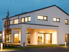 Fertighaus mit Satteldach • Musterhaus Vitalis • Büdenbender • Jetzt bei Musterhaus.net informieren!
