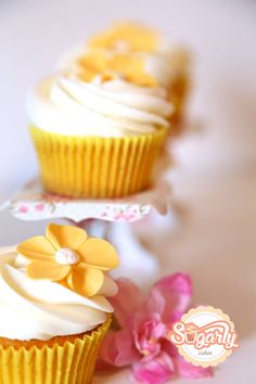 Lemon cupcakes yellow flower