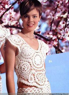 crochelinhasagulhas: Blusa branca com rosetas em crochê