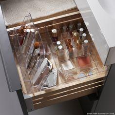 Aranjează-ţi fardurile în cutia GODMORGON ca să le găseşti mai uşor dimineaţa. www.IKEA.ro/cutie_GODMORGON
