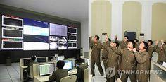 '은하3호' 발사 성공에 기뻐하는 북한 과학자들 : 12일 평안북도 철산군 서해위성발사장에서 장거리 로켓 '은하3호' 가 궤도진입에 성공하자 북한 과학자들이 평양 위성관제종합지휘소에서 기뻐하고 있다.