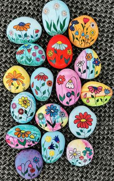 Rock Painting Patterns, Rock Painting Ideas Easy, Rock Painting Designs, Stone Art Painting, Pebble Painting, Pebble Art, Painting Flowers, Painted Rocks Craft, Hand Painted Rocks