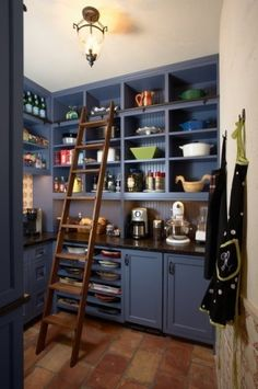 I just want this as my pantry!! The counter top, the shelves, GASP!