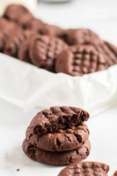 Chocolate peanut butter cookies are the best of both worlds. If you love soft chewy peanut butter cookies this chocolate version is for you! Jelly Cookies, Cake Mix Cookies, Yummy Cookies, Peanut Butter Nutella Cookies, Peanut Butter Recipes, Thumbprint Cookies, Cocoa Recipes, Sweet Recipes, Easy Recipes