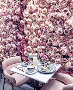 Prettiest flower wall ever! Now this is the kind of cafe I want to go to. Image is from Pretty In Pink, Beautiful Flowers, Beautiful Wall, Beautiful People, Beautiful Pictures, Breakfast Pictures, Breakfast Ideas, Deco Rose, Rosa Rose