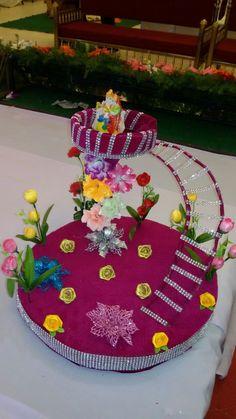 Marriage decirations Janmashtami Decoration, Thali Decoration Ideas, Indian Wedding Favors, Wedding Gift Wrapping, Diwali Craft, Wedding Doll, Wedding Plates, Plate Design, Wedding Crafts