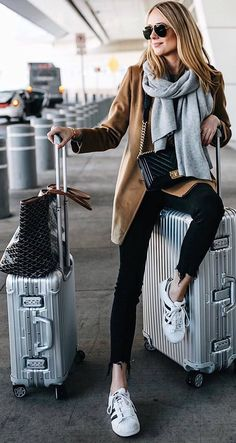 41 Cute Travel Outfits To Wear On All Your Getaways – Hello, Bombshell! 41 Cute Travel Outfits To Wear On All Your Getaways 41 Cute Travel Outfits To Wear On All Your Getaways: Classy and Cute Airport Outfit Cute Airport Outfit, Airport Travel Outfits, Tourist Outfit, Cute Travel Outfits, Best Travel Clothes, Comfy Travel Outfit, Comfy Fall Outfits, Winter Travel Outfit, Travel Clothes Women