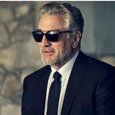 El caballero mejora con los años como un buen vino, Mr Robert De Niro & Ermenegildo Zegna #suitsandshirts #robertdeniro #zegna #lookbook #style #fashionblogger #sunglasses #menswear