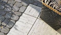 Banlieue Raffinée Louis Vuitton Neverfull, Landscape, Landscaping Ideas, Landscape Fabric, Landscape Planner, Patio, Diy Landscaping Ideas, Louis Vuitton Neverfull Damier, Garden Ideas
