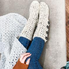 Crochet Sandals Free, Easy Crochet Slippers, Crochet Slipper Boots, Crochet Slipper Pattern, Crochet Gloves, Knit Crochet, Unique Crochet, Easy Crochet Patterns, Crochet Ideas