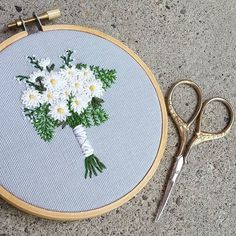 Happy Monday! Here's a sweet and simple daisy bouquet to start your week. . #embroidery #embroidered #needlework #bordado #broderie #bouquet #floraldesign #floral #flowers #flowerstagram #flowersofinstagram #bridalbouquet #bridebouquet #bridesbouquet #weddingbouquet #flowerbouquet #floralbouquet #justmarried #weddings #theknot #theknotweddings #marthaweddings #marthastewartweddings #featuremeoncewed #bridebook #weddingchicks #weddingwire #weddingflowers #daisy #daisies