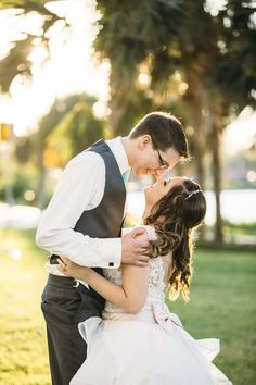 Orlando wedding with a bow and lace wedding dress | Passio Photography