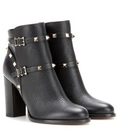 Valentino Rockstud leather ankle boots Light Black : Buy replica watches, designer replica handbags, cheap wallets, shoes for sale Valentino Garavani, Valentino 2017, Valentino Boots, Valentino Black, Valentino Designer, Short Black Boots, Black Ankle Boots, Black Booties, Ankle Booties