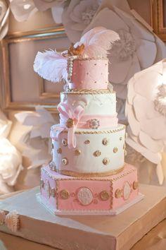 Gorgeous Victorian/Marie Antoinette Wedding Cake.  Beautiful.    ᘡղbᘡ
