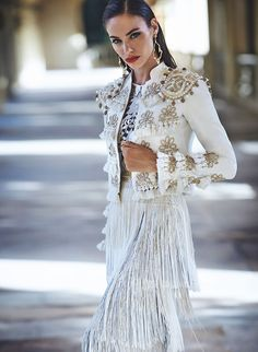what are spanish style homes called White Fashion, Look Fashion, Fashion Show, Womens Fashion, Fashion Design, Ethnic Fashion, Fashion History, Fashion 2020, Smoking Noir