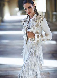 Elegante, única, atractiva, segura de ti misma. Vestidos de fiesta Matilde Cano. La mejor imagen en cualquier ocasión.