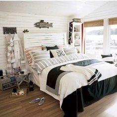 NAUTICAL BEDROOM IDEAS – After coastal and beach, here comes an alternative for those of you who love navy. We will explore a nautical bedroom that, i. Chic Beach House, Beach House Bedroom, Nautical Bedroom, Coastal Bedrooms, Home Bedroom, Nautical Theme, Nautical Style, Beach Houses, Seaside Bedroom