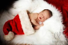 25 Picture Ideas Of Newborn At Christmas - Baby Photography decorations crafts Newborn Christmas Pictures, Newborn Pictures, Newborn Pics, Baby Christmas Photoshoot, Christmas Photo Props, Christmas Portraits, Foto Baby, Baby Poses, Newborn Shoot