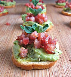 Smashed Avocado Bites with Pancetta & Spicy Olive Oil! This gorgeous and deliciously #healthy appetizer is SUPER simple to prep and ready in just 20 minutes!