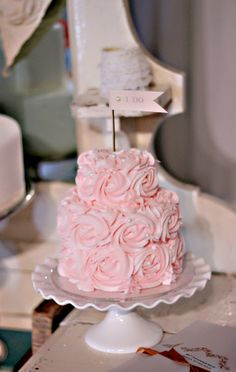 Such a sweet and romantic #cake . Perfect for your #bridalshower . @De Atley Events & Design @deatleyeventsanddesign