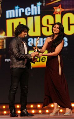 Sonu nigam with shilpa shetty Sonu Nigam, Shilpa Shetty, Indian Ethnic, New Look, Awards, Saree, Stylish, Collection, Sari