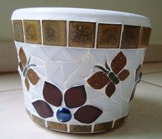 Resultado de imagen para Mosaic dog by Solange Piffer Mosaic Planters, Mosaic Garden Art, Mosaic Vase, Mosaic Flower Pots, Mosaic Tiles, Clay Pot Crafts, Diy And Crafts, Arts And Crafts, Coffee Filter Flowers