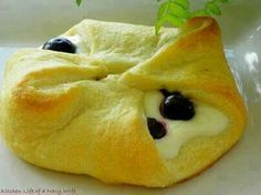 Blueberry chese roll Recipe- 1 can of refrigerated cresent rolls 4 oz. Cream cheese 2tbs. Sugar