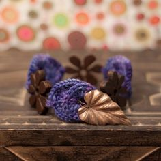 Crocheted Bracelet with Wood  http://craft-craft.net/personalized-bracelet.html