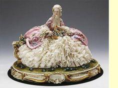 Capodimonti - Lady with Flower Basket