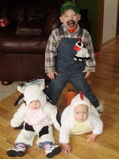 Down on the farm #Wisconsin #farm #twins #kids #farmer #costumes #Halloween  sc 1 st  Pinterest & Toddler farmer DIY costume | kids | Pinterest | Diy costumes ...