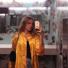Tasmin Meyer Erşahin, LaGuardia 'da okudu, üniversite yerine moda stajı yaptı. Paper Magazine, Vogue ile fotoğrafları paylaşıldı. Instagram 'da paylaşıyor. Paper Magazine, Pakistani Models, Style Me, Girl Fashion, Kimono Top, Vogue, Sari, Street Style, Boho