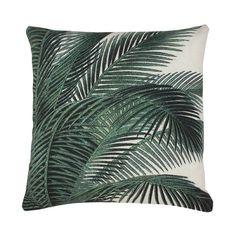 Dit prachtige kussen van HK-living brengt totale rust en ontspanning! Op het kussen zijn palmboom bladeren geprint en het kussen is gemaakt van katoen. Het kuss