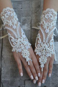 ivory wedding glove, Bridal Glove, ivory lace cuffs, lace gloves, Fingerless Gloves, bridal gloves  Free Ship, gloves, ivory gloves