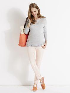 Le pantalon de votre dressing future maman, c'est évidemment le slim mais en version colorée. Mode grossesse - #Colline Collection Printemps-Eté 2016 www.vertbaudet.fr