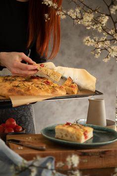 Talianska focaccia - Chuť od Naty: Foodblog o chutnom jedle a kvalitnom... Ciabatta, Tacos, Ethnic Recipes, Food, Basket, Meal, Essen, Hoods, Meals