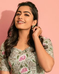Rashmika Mandanna Hd Snaps - Photogallery - Page 1 Most Beautiful Bollywood Actress, Beautiful Indian Actress, Beautiful Actresses, Beautiful Girl Photo, Beautiful Models, Gorgeous Women, Most Beautiful Faces, Stylish Girl Images, Celebrity Wallpapers