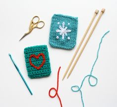 one sheepish girl: 12 Sheepish Days - Day 4 Knit and Crochet Gift Card Holders Knit Or Crochet, Crochet Gifts, Crochet Hooks, Knitting Yarn, Knitting Patterns, Crochet Patterns, String Crafts, Yarn Crafts, Knitting Projects