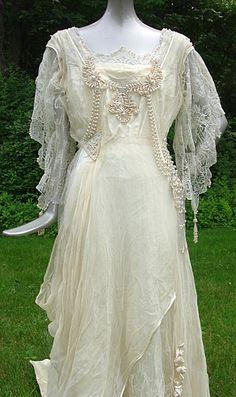 Art Nouveau Wedding Dress View III