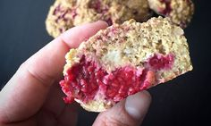 Sunn muffins er faktisk mulig. Disse muffinsene er helt uten sukker, og inneholder havregryn, banan og bringebær. De gikk rett hjem hos Malene! Krispie Treats, Rice Krispies, Banana Bread, Nom Nom, Muffins, Food And Drink, Cupcakes, Sweets, Baking
